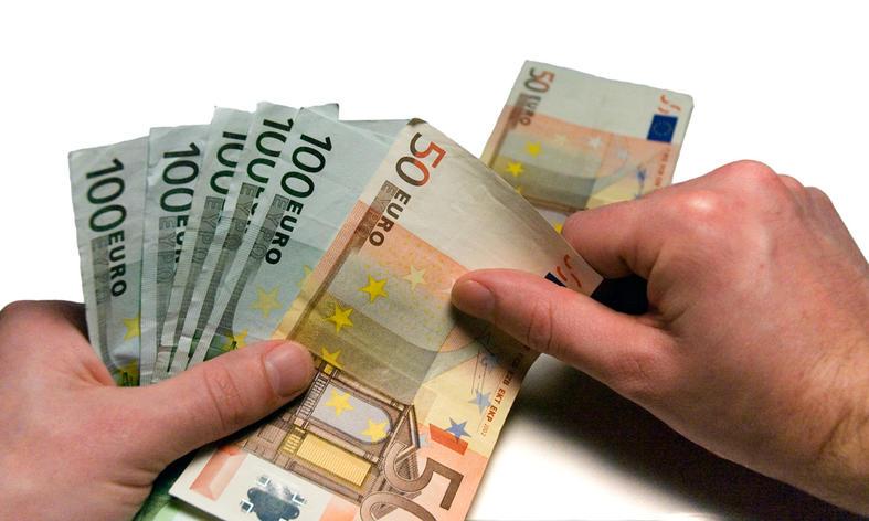 Geld-in handen
